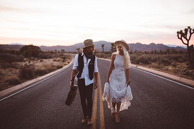 mariage-rock-KDP_desertelopement-193-readygypsetgo.jpg